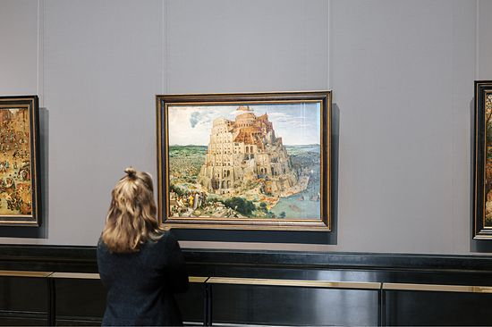 "Visitor standing in front of the painting ""Tower of Babel"" by Pieter Bruegel at the Museum of Fine Arts in Vienna"